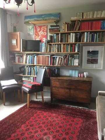 Annex room for 2 (plus 1)