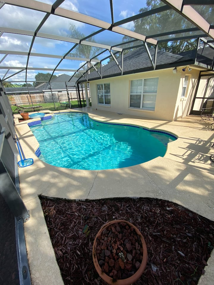 2 Private Rooms, Pool + Close to all attractions!!
