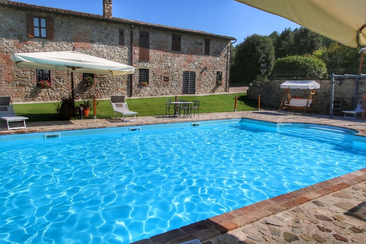 Deluxe Mansion in Pontecuti PG with Swimming Pool