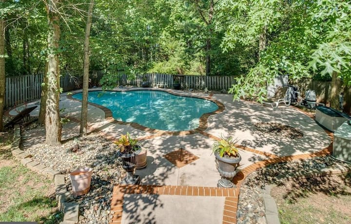 Bright, Above-ground Basement Apartment w/Pool
