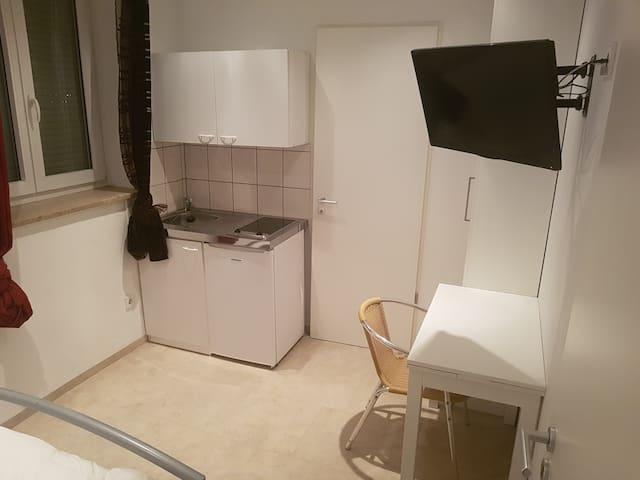Gemütliches Zimmer mit Mini Küche, eigenem Bad