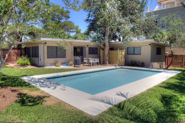 Heated Private Pool/0.2miles to Beach & Shops/Restaurants at Gulf Place/WiFi