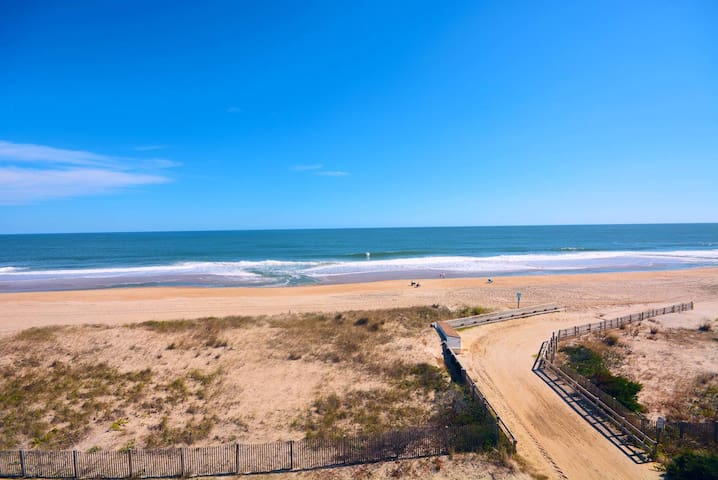 381 - Affordable Oceanfront Condo with Free Wifi Located Midtown