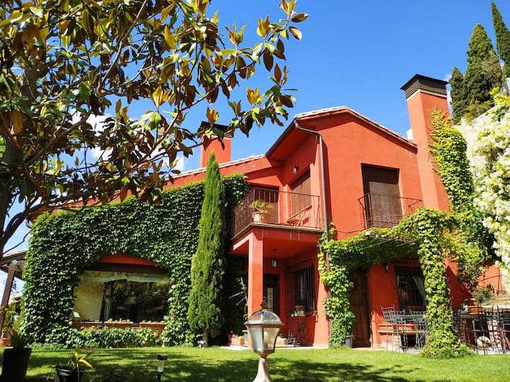 Maravillosa casa con vistas,  chimenea, jardín.