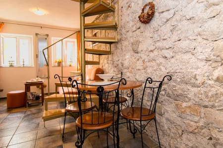 Two Bedroom Stone house, 10m from city center, beachfront in Igrane