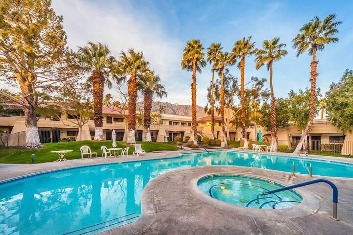 Pool & Tennis Oasis Resort