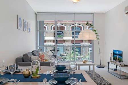 A Modern & Stylish Studio Near Darling Harbour