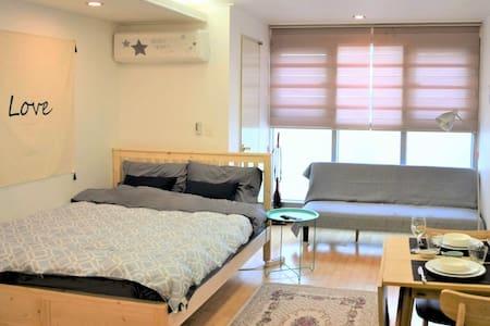 Charming Studio in the heart of Busan, Seomyeon - Busanjin-gu - Apartamento