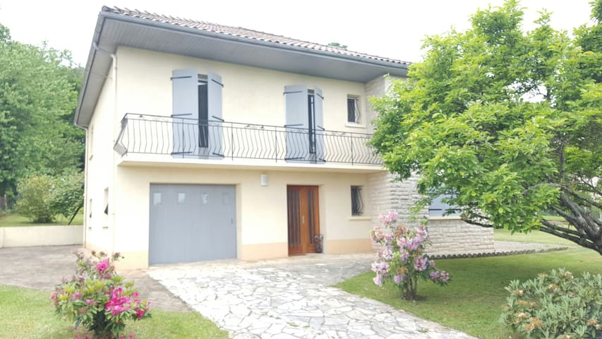 Maison familiale avec grand jardin - Coulounieix-Chamiers - Rumah