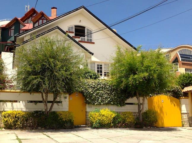 Beautiful Home in Bohemian Neighborhood, Sopocachi - La Paz - House