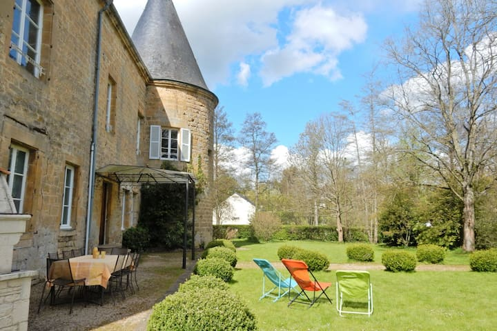 Vintage Castle in Clavy-Warby France with Garden