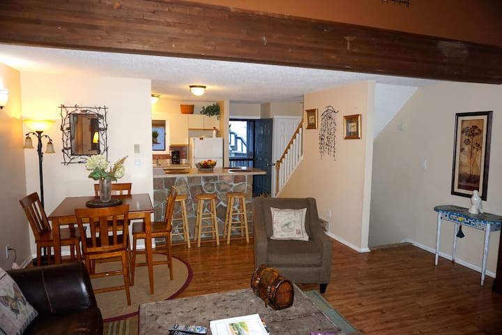 Camelback Townhouse Near Slopes!!! Sleeps 10 - Tannersville - Casa adossada