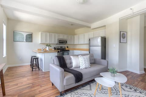 Stylish 1 BR Apt in the Heart of Downtown