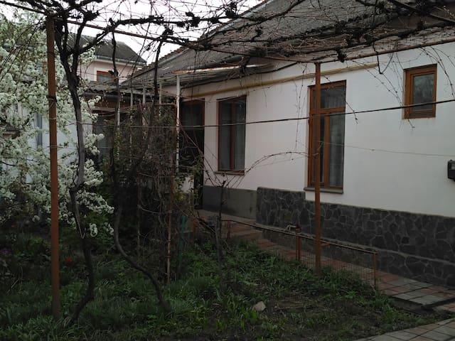 Dům v podhradí - centrum - Uzhhorod - Talo