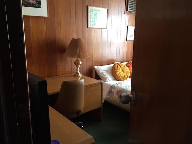 [101] /10min to Manhattan/ Astoria Private Room - Queens