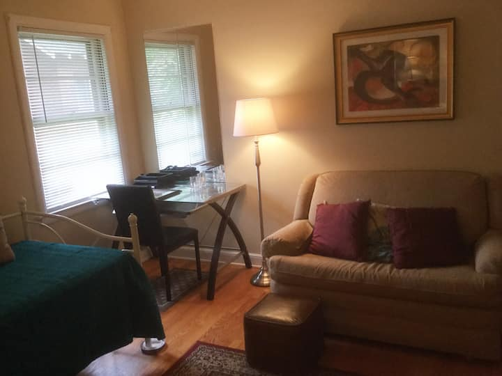 Spacious, comfy room in Beverly