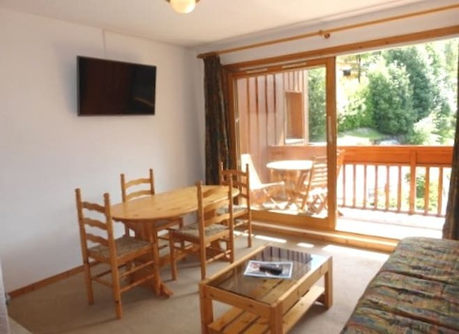 2 rooms apartment 4 persons with outside swimming pool and close to Meribel Center