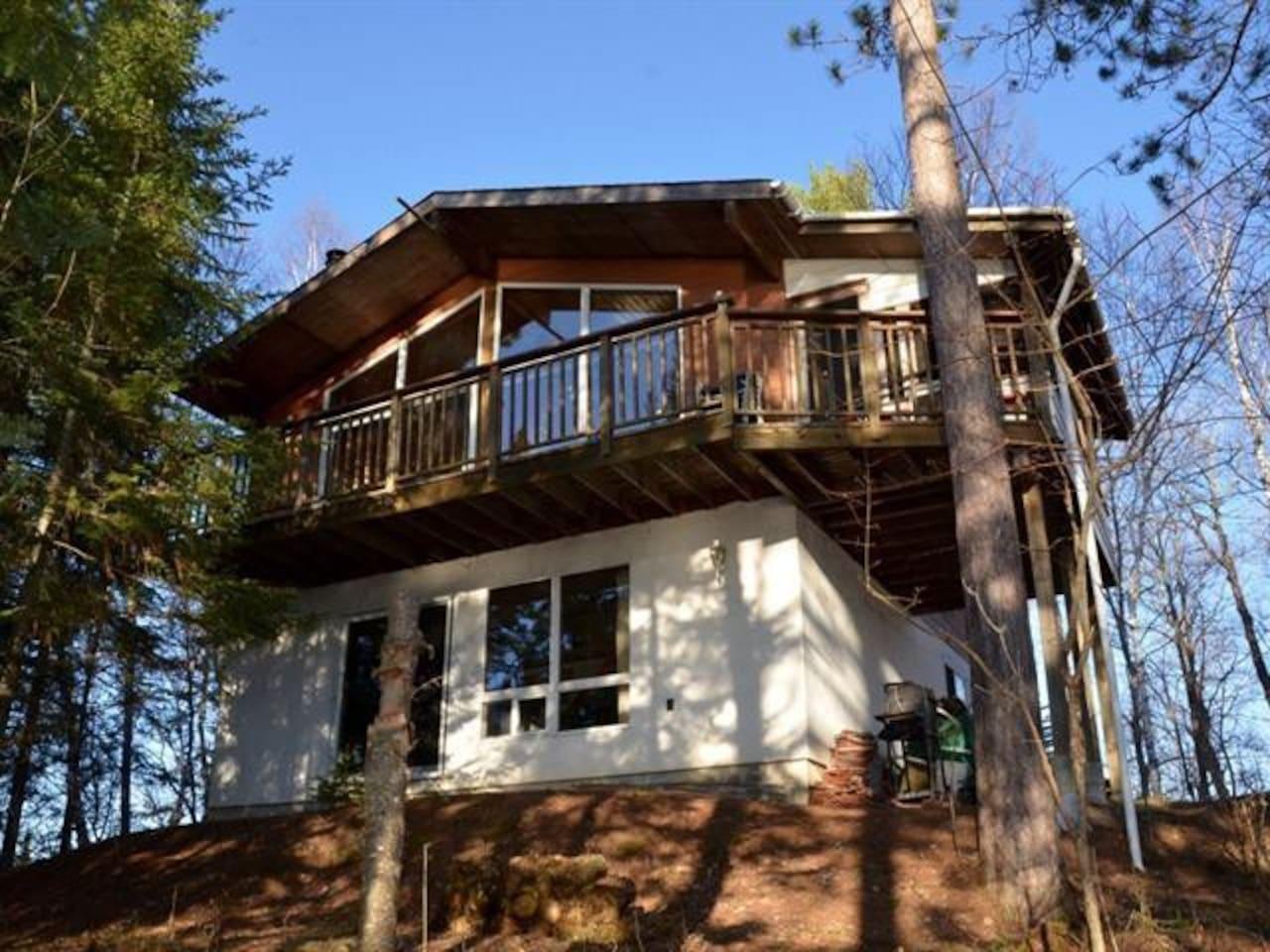 Viceroy lake house on Beautiful Lac Desormeaux