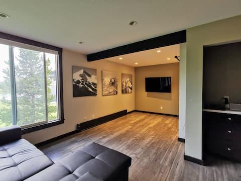 Modern & Light Minimalist Studio