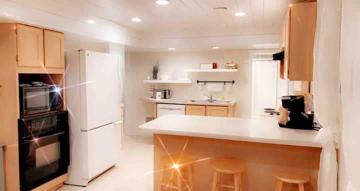 Entire Basement Apartment Close to everything