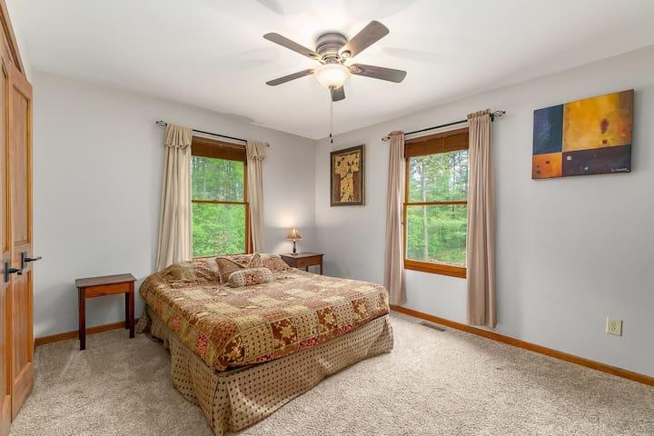 2nd bedroom- main floor, queen bed, tempur-pedic mattress