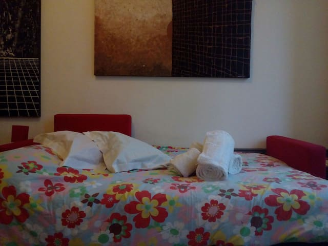 Wide Double Room Near Downtown - Porto - Hus