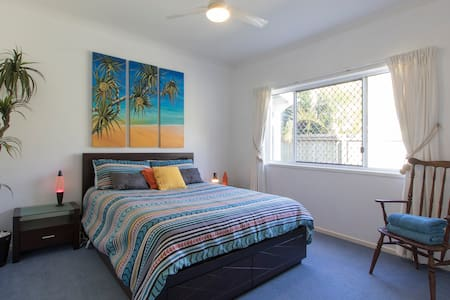 Sanctuary by the Sea in Pelican - Pelican Waters - Hus