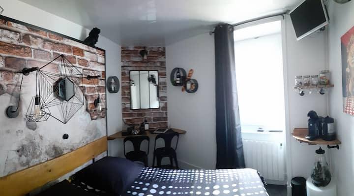L'ESCALINE chambre SDB /WC indépendant du logement