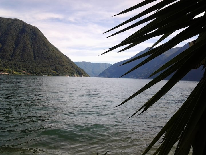 STUDIO FLAT vista lago VICINO A SPIAGGIA