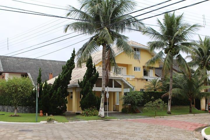 Casa em condomínio Bougainville 1 frente para mar