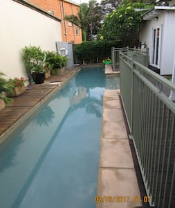 Pet friendly, private room with pool BBQ - Islington - Talo