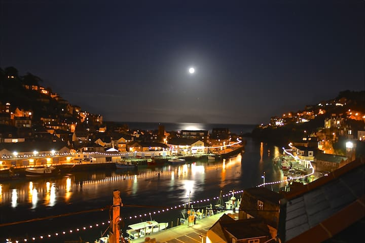 Lanescot, 1 Harbour View , North Rd, West Looe