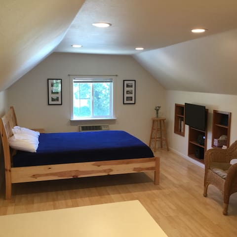 Blue Spruce Loft near Boise State and Downtown!