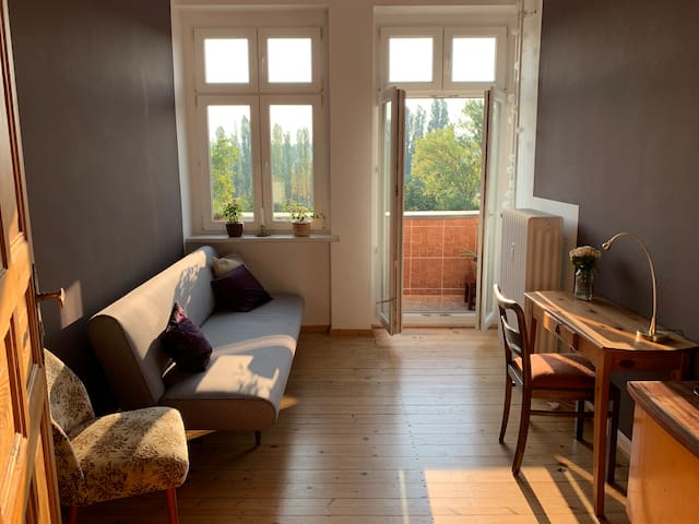 Feel at home in my lovely vintage flat in Neukölln