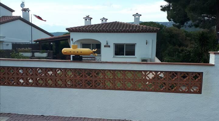 Yellow Submarine House, Room#2