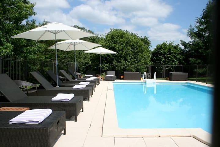 Gite With Heated Pool And Garden - La Chataigne