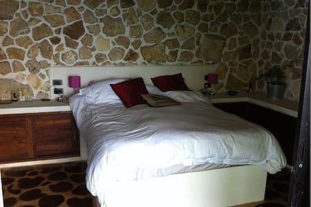 Near Tikal/Flores, queen bed AC - Casa