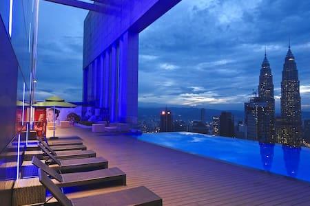 Cosy Pad, KLCC, skydeck infinity pool+gym+views - Kuala Lumpur