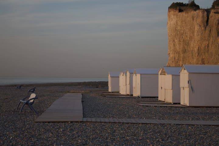 Mesnil-Val beach walk/ Front de Mer à Mesnil-Val