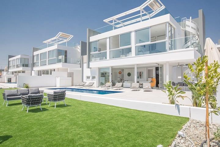 Villa Alana,Luxury 3BDR Protaras Villa with Pool