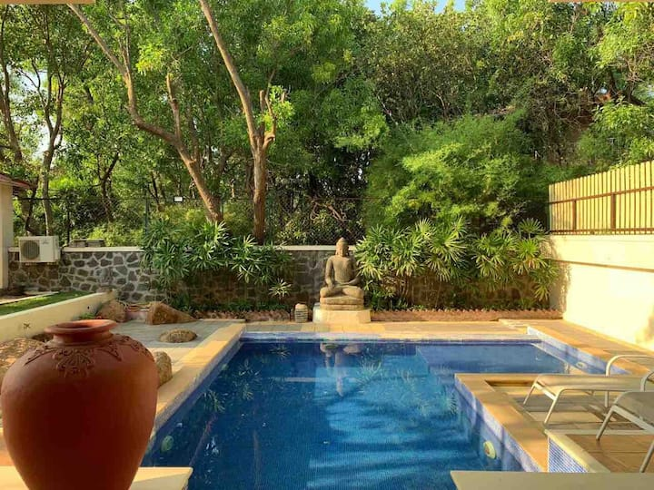 Villa In Khandala With A Private Pool.