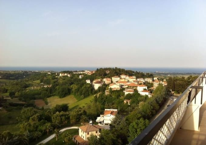 Accogliente attico con incredibile vista mare - Sant'Elpidio a Mare - 公寓