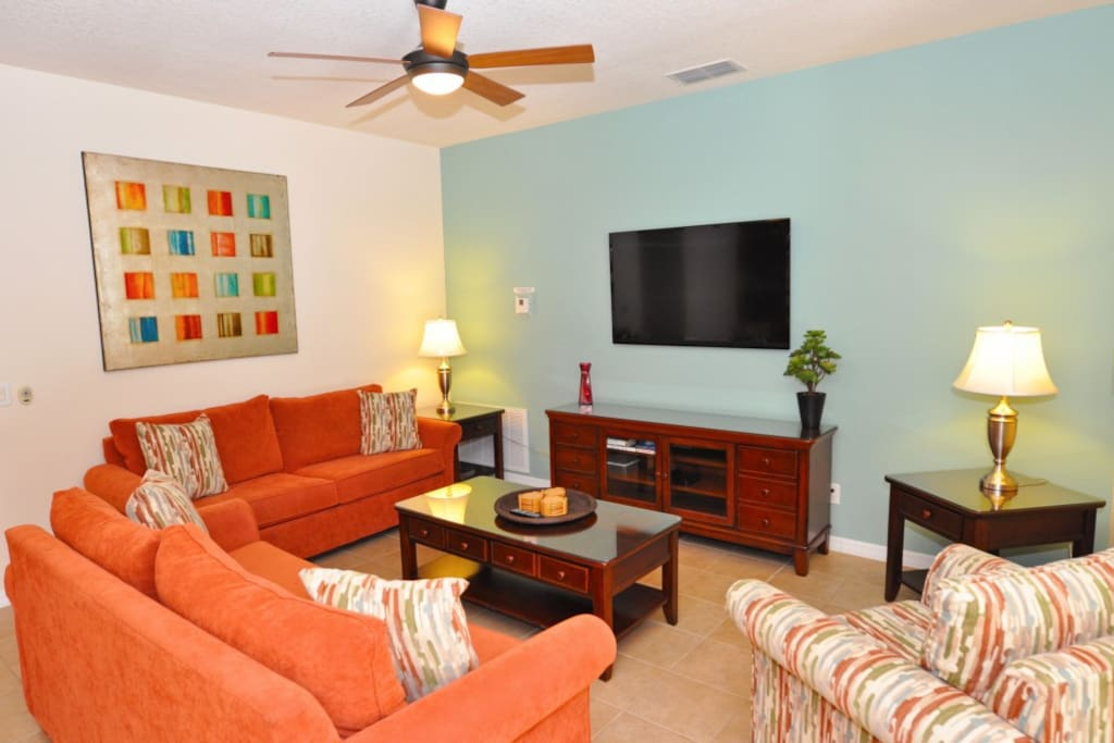 Couch,Furniture,Lamp,Indoors,Room