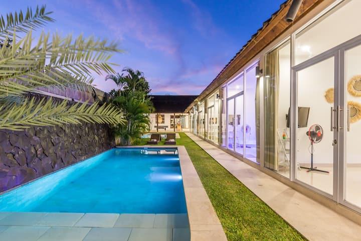 6 Bedrooms Villa With 2 Pools Seminyak Villas For Rent In Kuta Bali Indonesia