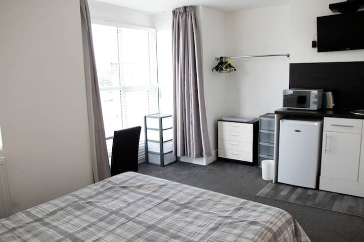G#2 Cleethorpes ensuite kitchenette Sky Wifi