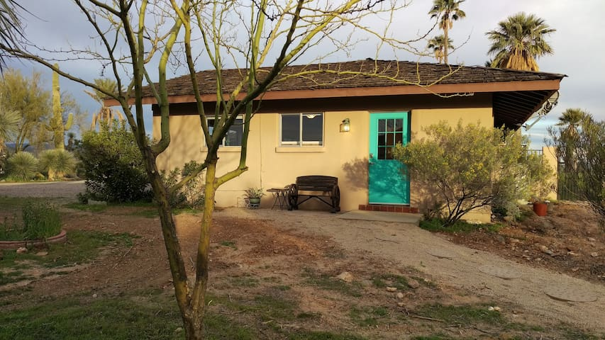 Briar patch Guesthouse, private and right in town - Wickenburg - Pension