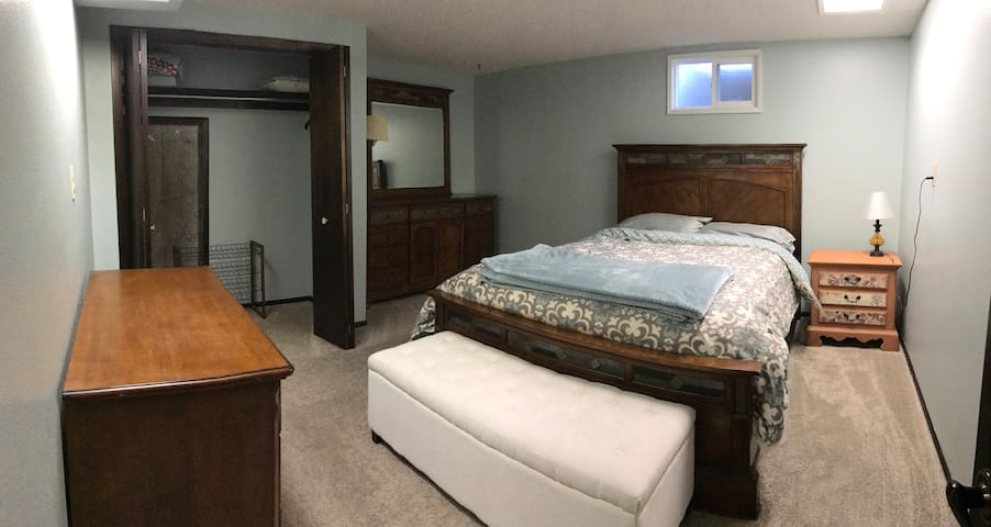 Discounted Rate -- Large Basement - Loveland