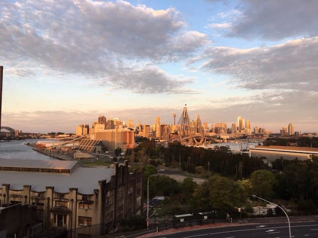 Spectacular City Views. Cafes. Bars. Restaurants - Rozelle - Appartamento