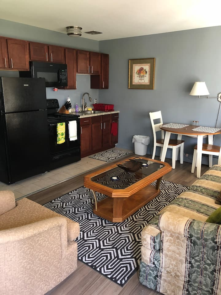 Cozy, Private 1-Bed in Royal Oak 4010