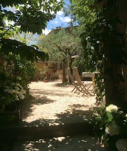 petite maison et jardin ds village .Accès piscine. - Loriol-du-Comtat - Hus